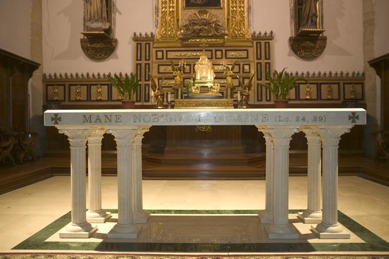 Altar de una Iglesia Católica